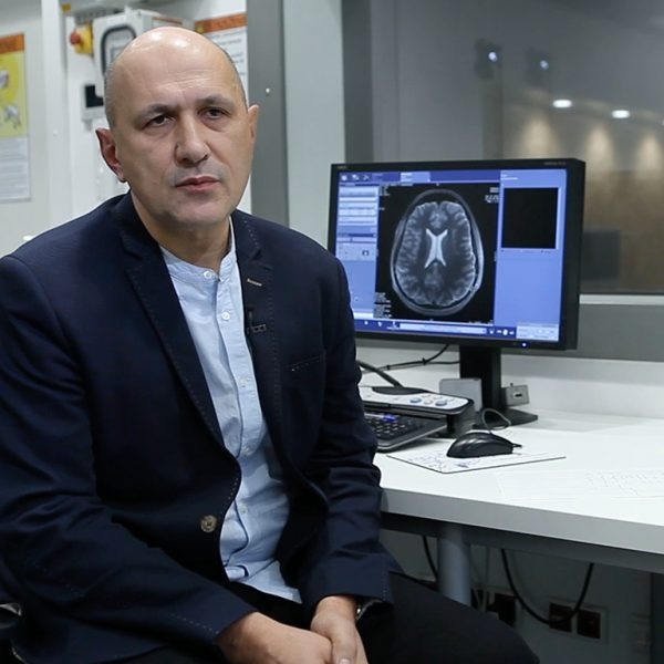 Zdjęcie do wykładu Zajrzeć do duszy mózgu bez dotykania czaszki, czyli  rezonans magnetyczny 7T